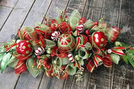 Easy Simple Christmas Table Decorations Decorations Beautiful Green And Red Christmas Centerpiece