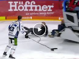Soccer Hockey Meme - the difference between soccer and hockey thechive