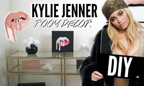 Kylie Jenner Gives Tour Of Kendall Jenner Bedroom Furniture Kylie Jenners Bedspread Diy Room