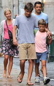 kelly ripa children pictures 2014 it s hard to believe she s 41 kelly ripa s tall young sons are
