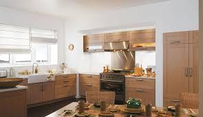 cuisine en chene massif cuisine équipée en chêne massif modèle sérénité