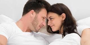 agar makin mesra usai berhubungan intim dengan pasangan lakukan hal