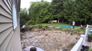 Paver Patio Installation by How To Install A 500 Sq Ft Techo Bloc Athena Paver Patio In 2 Min