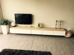 Meuble Tv Besta Ikea by Tv Meubel Ikea Met Eiken Houten Plank Home Sweet Home