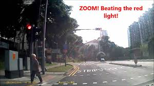 beating the red light holland grove road ghim moh cyclist beat red light twice hd