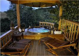 week end en amoureux chambre d hote roulotte spa dans les arbres spa privatif sur la terrasse de