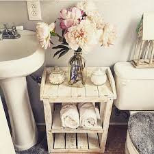 Decorate A Bathroom by Best 25 Pallet Bathroom Ideas On Pinterest Rustic Country