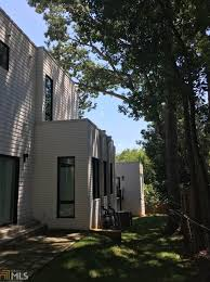 in lake claire inexplicably messy modern listing hopes for 950k