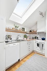 küche in dachschräge dachgeschosswohnung kücheneinrichtung dachschräge deko ideen
