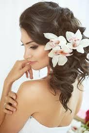 fleurs cheveux mariage coiffure de mariage 30 idées faciles à réaliser coiffure