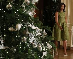 obama unveils white house decorations with pet bo