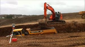 hitachi zaxis 225 usr lc excavator loading trucks youtube