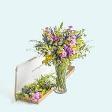 how to send flowers to someone send flowers letterbox flowers flowers by post bouquets