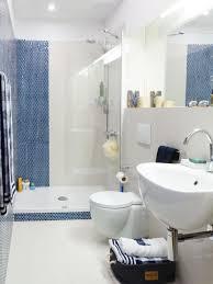 badezimmer weiß 33 ideen für kleine badezimmer tipps zur farbgestaltung