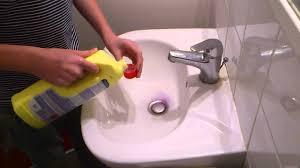 lavabo cuisine bouché déboucher un lavabo canalisations bouchées