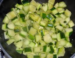 cuisiner courgettes poele recette de poêlée de courgettes légère la recette facile