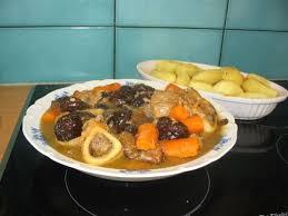 cuisiner un jarret de veau recette de jarret de veau aux pruneaux la recette facile