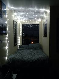 Pictures To Hang In Bedroom by 45 Ideas To Hang Christmas Lights In A Bedroom Shelterness