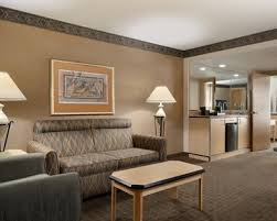 2 Bedroom Suites In Las Vegas by Las Vegas Hotel Rooms Suites Embassy Suites By Hilton