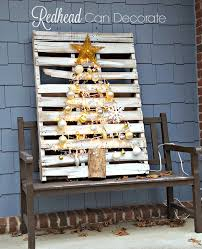 christmas front porch redhead can decorate pallet on porch pallet christmas tree