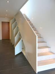 schrank unter treppe die besten 25 stauraum unter der treppe ideen auf