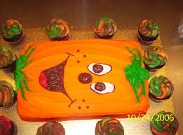 halloween cakes and cupcakes ideas another pumpkin sheet cake holiday cake decorting pinterest