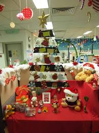 60 Fun Office Christmas Decorations to Spread the Festive Cheer at