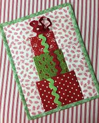 quilted christmas quilted christmas mug rug pattern free tutorial december