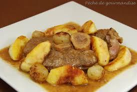 cuisiner un jarret de veau jarret de veau braisé au cidre et aux pommes petits oignons confits