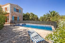 Immobilien Zum Kaufen Charmante Villa Mit Einladendem Pool In Cala Santanyi Zum Kauf