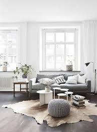 Gray Sofa In Living Room Déco Scandinave 5 éléments Essentiels Pour Créer Un Salon