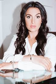does kyle richards wear hair extensions espn host molly qerim s on camera makeup routine into the gloss