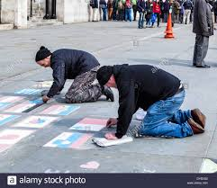 How To Draw Country Flags Street Artists Draw Flags On Paving And Tourists Place Coins On
