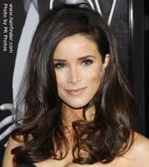 product for tucking hair behind ears abigail spencer wearing her side parted hair tucked behind one ear