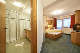 badezimmer schrã nke wohnzimmerz tv im badezimmer with badezimmer wandschrank weiãÿ