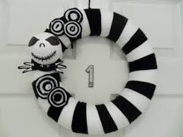 Black Halloween Wreath Get Your Spook On With This D I Y Nightmare Before Christmas