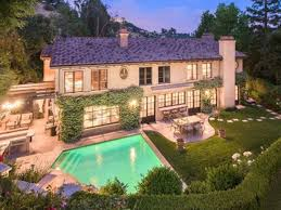 Kris Jenner Backyard Kris Jenner Is A Savage And Stole Kathy Griffins Emmys From Her