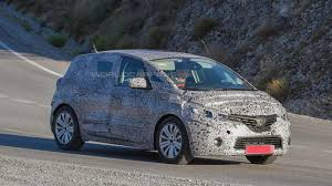 renault scenic 2017 2017 renault scenic spied with production body for the first time