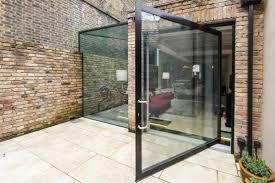 glass box architecture bijzondere serre ideeën side return pivot doors and window