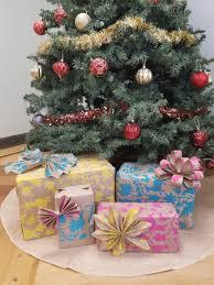 custom christmas wrapping paper make diy gift wrapping paper using stencils stencil stories