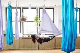 Blind Fitness Hannah Bronfman Does Aerial Yoga Teen Vogue