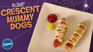 how to make pillsbury crescent mummy dogs youtube
