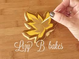 thanksgiving cookie decorating ideas lizy b fall leaf cookie tutorial