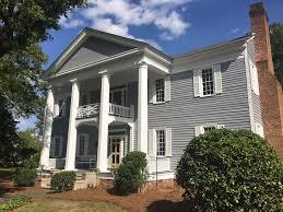 a 6 bedroom inn located in historic elizabethtown north carolina