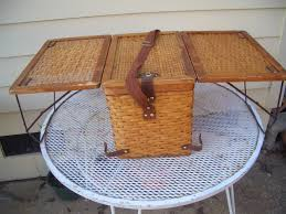 Plateau Table Camping Car by Vintage Picnic Basket Turns Into A Table This Is So Cool