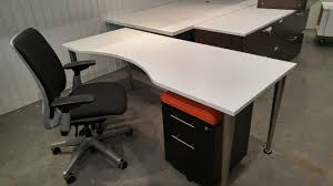 bureau de travail à vendre mobilier de bureau meubles usagés à québec au coin du meuble