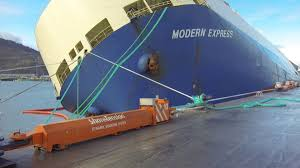 dyneema fiber does double duty to tow and tie up stricken modern