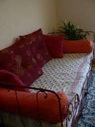 lit transformé en canapé charmant transformer un lit en canapé charmant idées de décoration
