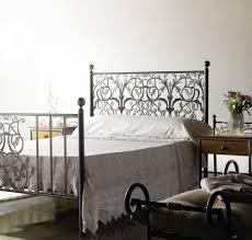 fer forgé chambre coucher pas noir sa chambres bois gigogne tete et but blanc capitonne
