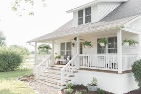 farmhouse porches 21 of the prettiest farmhouse style porches to inspire you